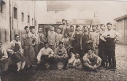 CARTE PHOTO NON SITUEE - Groupe De Militaires - Tabliers - Postkaarten