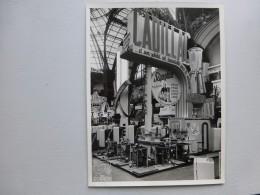 PARIS Grand Palais 1951, Salon  Arts Ménagers, Stand Cadillac  Superbe Photo Professionnelle ; Ref  570  PH14 - Photos