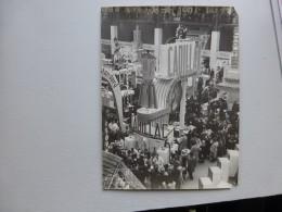 PARIS Grand Palais  Vers 1951, Salon  Arts Ménagers, Stand Cadillac  Superbe Photo Professionnelle ; Ref  569  PH14 - Photos