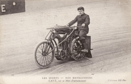 Les Sports - Nos Entraineurs - Cavé Sur Sa Moto D'entrainement - Motociclismo