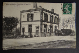 PLOUIGNEAU - Intérieur De La Gare - Le Quai - France