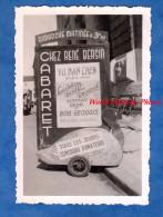 Photo Ancienne Snapshot - GENEVE - Cabaret Chez René BERSIN - Spectacle YU NAN CHEN , Jongleur Chinois - Canard Enseigne - Lieux