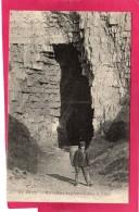 76 SEINE-MARITIME DIEPPE, Habitations De Pêcheurs Dans La Falaise, Animée,  (G. Marchand) - Dieppe