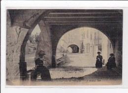 ROQUEBRUNE-sur-ARGENS : La Rue Sur Les Portigues (toillée) - Tres Bon Etat - Roquebrune-sur-Argens