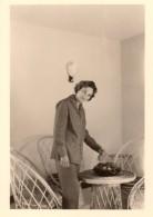 Photo Originale Mobilier Intérieur - Salon En Rotin, Osier Et Corbeille De Fruits Vers 1960 - Objetos