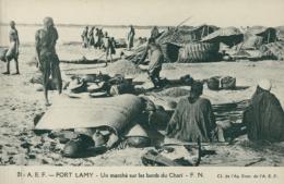 TD N'DJAMENA / Fort Lamy, Un Marché Sur Les Bords Du Chari / - Tchad