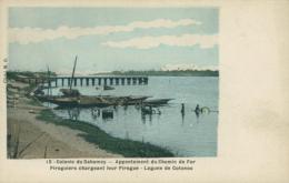 BJ COTONOU / Appontement Du Chemin De Fer, Piroguiers Chargeant Leur Pirogue, Lagune De Cotonou / CARTE COULEUR - Benin