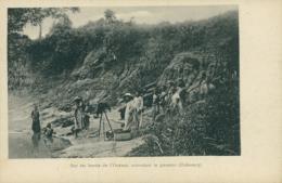 BJ OUEME / Sur Les Bords De L'Ouémé Attendant Le Passeur / - Benin