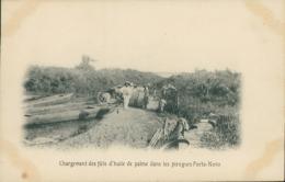 BJ PORTO NOVO / Chargement Des Fûts D'Huile De Palme Dans Les Pirogues / - Benin