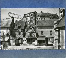 GAILLON -27- PLACE DE L'EGLISE ET LE CHATEAU - LA COUR BOURDON - France