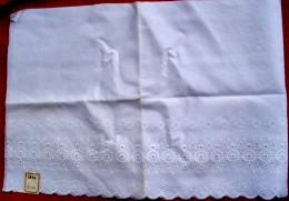 Mercerie ANCIENNE  Broderie Anglaise 34 Cm X 200 Cm Avec Son étiquette D'origine - Dentelles Et Tissus