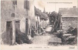 63. LARODDE. Une Rue. 3923 (2) - Autres Communes