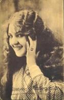 C.P.A. - Suzanne GRANDAIS Est Une Actrice Française Du Cinéma Muet ( 1893 - 1920 ) Photo. Reutlinger - TBE - - Attori
