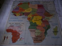 - VENDS Belle CARTE Géographique Bi-Face 91 Cm X 79cm L'Amérique Du Sud Et L'Afrique éditée En 1960. - Geographical Maps