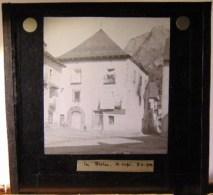 Plaque  De Verre - Espagne - Haut  Aragon -  Bielsa -  Un  Café( Format  8.5 X 8 Cm ) - Plaques De Verre