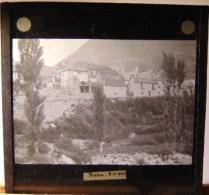 Plaque  De Verre - Espagne - Haut  Aragon -  Bielsa  - Vue  Générale ( Format  8.5 X 8 Cm ) - Plaques De Verre