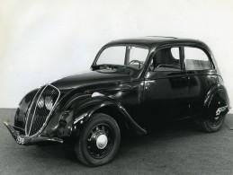 France Automobile Voiture Peugeot Berline 202 Ancienne Photo 1970