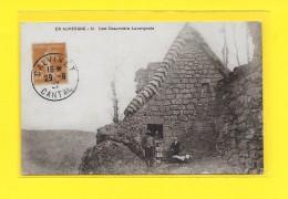 CPA AUVERGNE Une Chaumière Auvergnate 1927 ( CALVINET Superbe Oblitération ) - Auvergne Types D'Auvergne