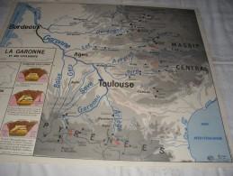 - VENDS Belle CARTE Géographique Bi-Face 91 Cm X 79cm La Garonne Et Ses Affluents Et Culture Indus. Et Forêts En France - Mapas Geográficas
