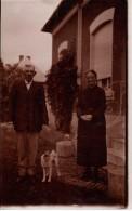 Photo Originale Vieux & Vieilles - Couple D'anciens Avec Leur Chien - Les Tabary Avec P'tiot Maillot VERS 1930 - Personnes Identifiées