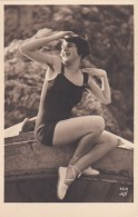 CPA  PHOTO  Jeune Femme En MAILLOT De BAIN  Jambes Et Epaules Nues  MODE Années 1920 1930 - Beauté Féminine D'autrefois (1921-1940)