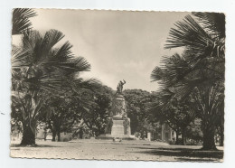 Cambodge - Phnom Penh Monument Aux Morts Ed Photo Hon Vu Timbre Postes Royaume Voir Scan - Cambodja