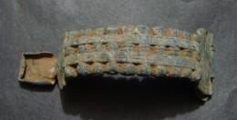 FIBULA GRECQUE  IV - III C.B.C. AVEC DEUX ANGUILLES, TYPE ILLYRIENNES, TRES RARE, ANGUILLES MANQUANT - Archéologie