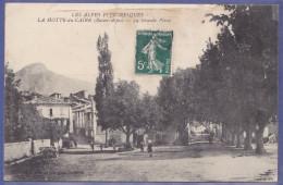 CPA La Grande Place LA MOTTE DU CAIRE 04 - France