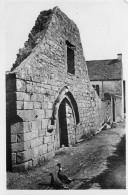 Piriac Sur Mer - Un Coin Du Village Et Ruines De La Chapelle St Pierre - Piriac Sur Mer