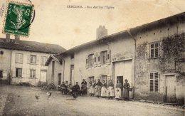 CPA    61  CERCEUIL---RUE DERRIERE L'EGLISE---ANIMEE---EBRECHEE EN HAUT  4 Mm---1907 - Other Municipalities