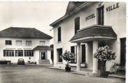 38   MORESTEL             La Poste Et L'Hôtel De Ville - Morestel