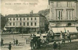 Cpa LE BUGUE 24 Place De L' Hôtel De Ville - Animée - - France