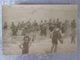 CAYEUX SUR MER .  CARTE PHOTO  D UN GROUPE  SE BAIGNANT - Autres Communes
