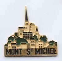 Pin's  MONT SAINT MICHEL (50) - Vu Sur La Ville Abbaye - F433 - Peugeot
