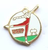 Pin's  USEP - La Gymnaste - Cheval D'arçon - F481 - Gymnastics
