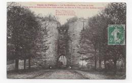 COUCY LE CHATEAU EN 1909 - LES FORTIFICATIONS - LA PORTE DE LAON - PETIT PLI ANGLE BAS A DROITE - CPA VOYAGEE - France