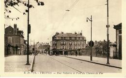 CPA - TROYES - Rue Voltaire Et Pont Du Chemin De Fer - Troyes
