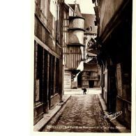 CPSM - TROYES - Rue Paillot De Montabert Et La Cour Des Orfèvres - Troyes