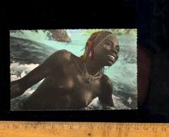 République Centrafricaine Région De MOBAYE Oubangui : Femme Yayaké Au Bain Jeune Fille Seins Nus Nu Nude Breast Woman - Central African Republic