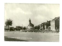 Saint Georges Sur Meuse : Le Monument De La Place