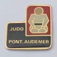 Pin's JUDO PONT AUDEMER (27) - Le Judoka - Ac.co - F519 - Judo
