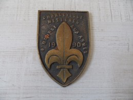 Plaque En Bronze Représentant Une Fleur De Lys,8ème Bourse Aux Armes De Charleville Mezieres,1990. - Armes Neutralisées