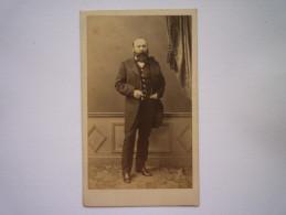 Portrait  HOMME  :  Jolie Photo Format  10,5 X 6,5cm   ROUGEOT  De  BRIEL  ELBEUF  1865    - Anciennes (Av. 1900)