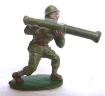 Figurine CYRNOS ARMEE MODERNE SOLDAT WWII Casque 3 BAZOOKA 60's Pas Starlux Clairet - Starlux