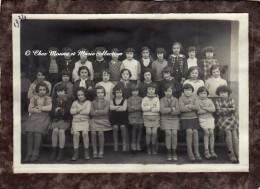 BEGLES 1934 - PHOTO DE CLASSE DE JEUNES FILLES - GIRONDE 33 - PHOTO 17.5 X 12 CM - Personnes Anonymes