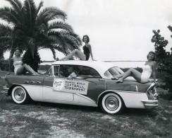 USA Fifties Cheesecake Buick Tournoi De Softball Feminin Ancienne Photo 1960