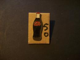 PIN´S - COCA COLA - Bouteille Brune   Et Gulot Blanc Et Caspsule Rouge -  Voir Photo ( 50 ) - Coca-Cola