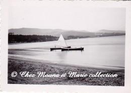 CAVALAIRE 1936 - BATEAU - NAVIRE - VOILIER - AU BORD DE PLAGE - VAR 83 - PHOTO 9 X 6.5 CM - Bateaux