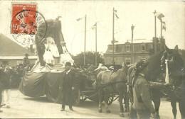 Carte- Photo  -  DOUARNENEZ - Cavalcade - La Reine - Douarnenez