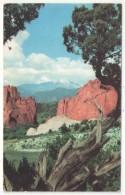 Garden Of The Gods, Colorado Springs, Colorado - Looking At Snow-covered Pikes Peak - Colorado Springs
